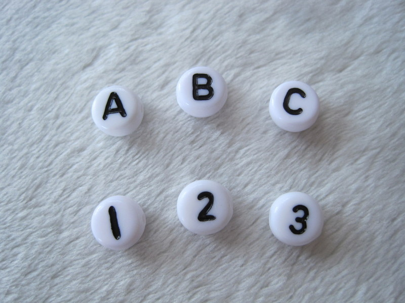 bunte perlen schnullerketten namensgeschenke buchstaben. Black Bedroom Furniture Sets. Home Design Ideas